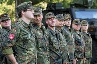 Soldat für eine Woche: 20 Zivilisten machen Truppen-Praktikum bei der Streitkräftebasis